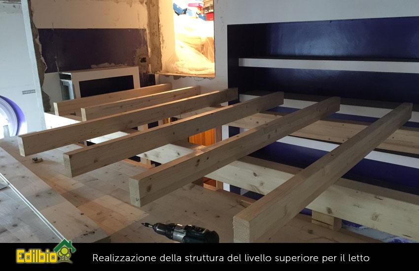 realizzazione della struttura del livello superiore per il letto del soppalco su misura
